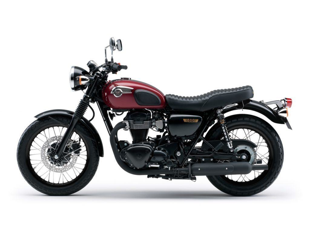 Kawasaki W800 Special Edition in Candy Cardinal Red
