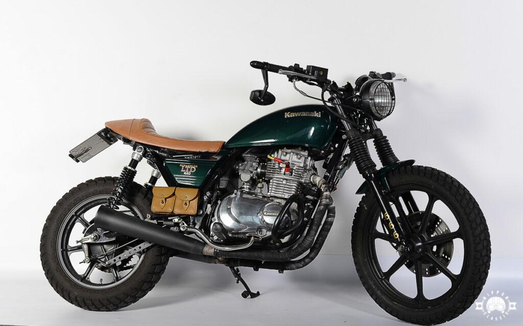 Der Kawasaki-Scrambler bekam eine rustikalen Look