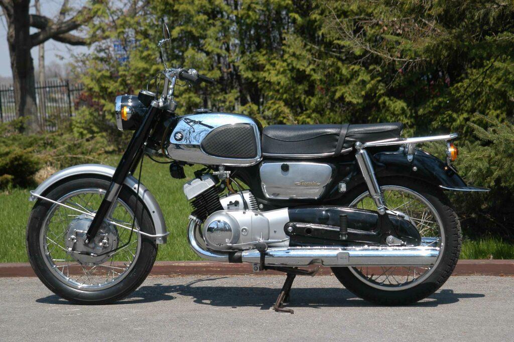 """Suzuki T10 verfügte über einen """"Backbone""""-Rahmen aus Pressstahl"""