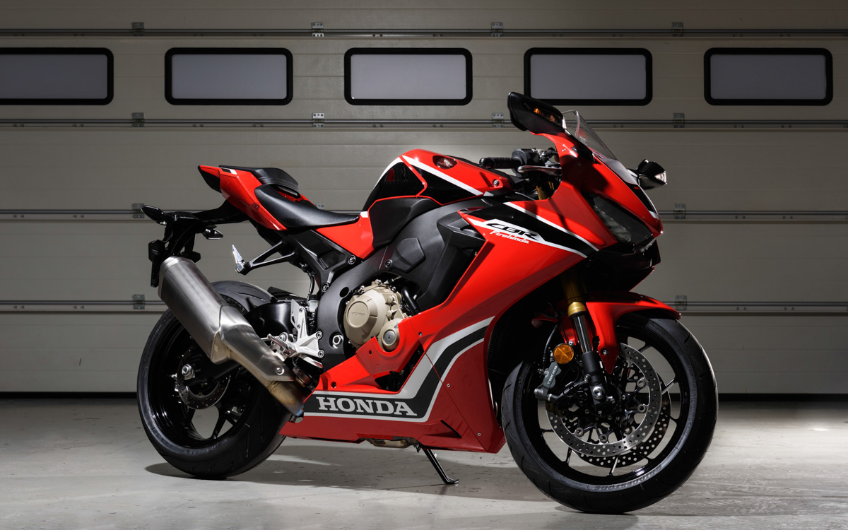 honda schickt die neue cbr 1000 rr fireblade auf die piste. Black Bedroom Furniture Sets. Home Design Ideas