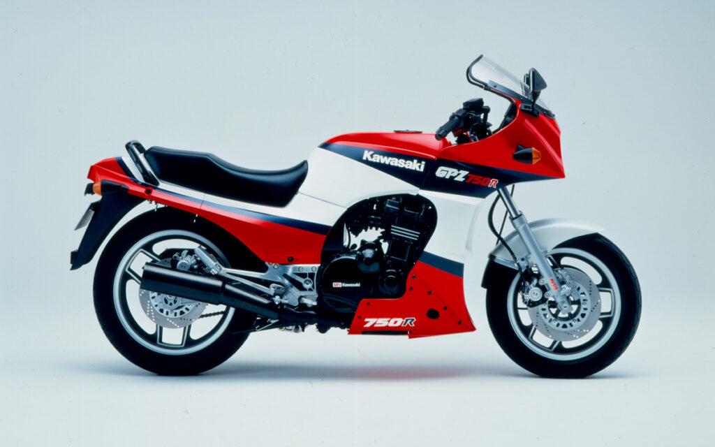 Für das Modelljahr 1986 bekam die GPZ 750 R neue Farben