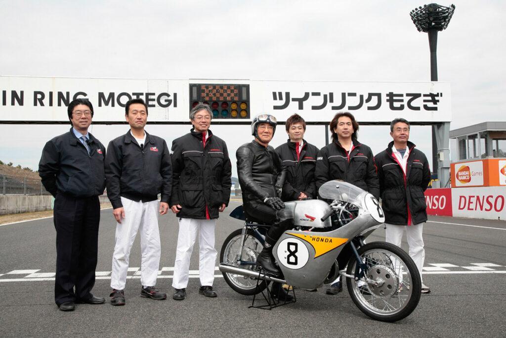 Ein Team restaurierte diese Honda RC142 zum 50-jährigen Jubiläum 2009