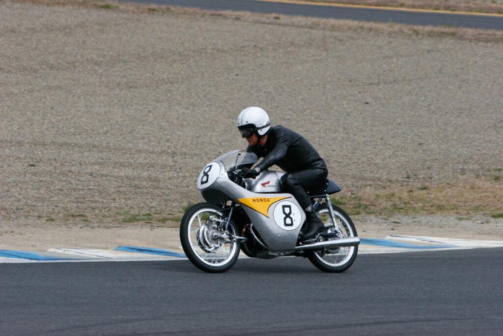 Stolze 18 PS leistet die hochdrehende Honda RC142