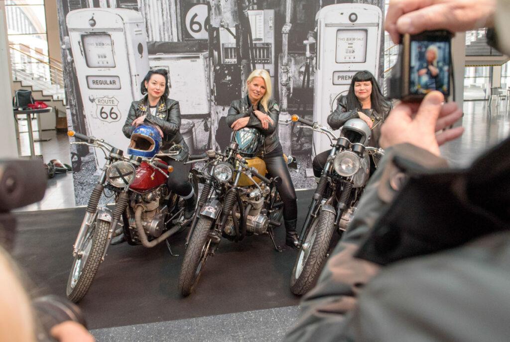 """Die Mädelscrew """"Lipstik & Gasoline"""" von links:Tanja Bobell, Karin Stedele und Gabi Kaschner"""