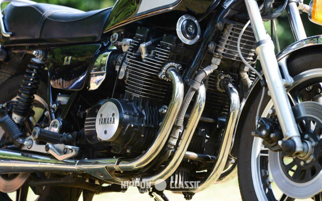 Der bärenstarke Motor war vibrationsfrei mit Gummielementen aufgehangen