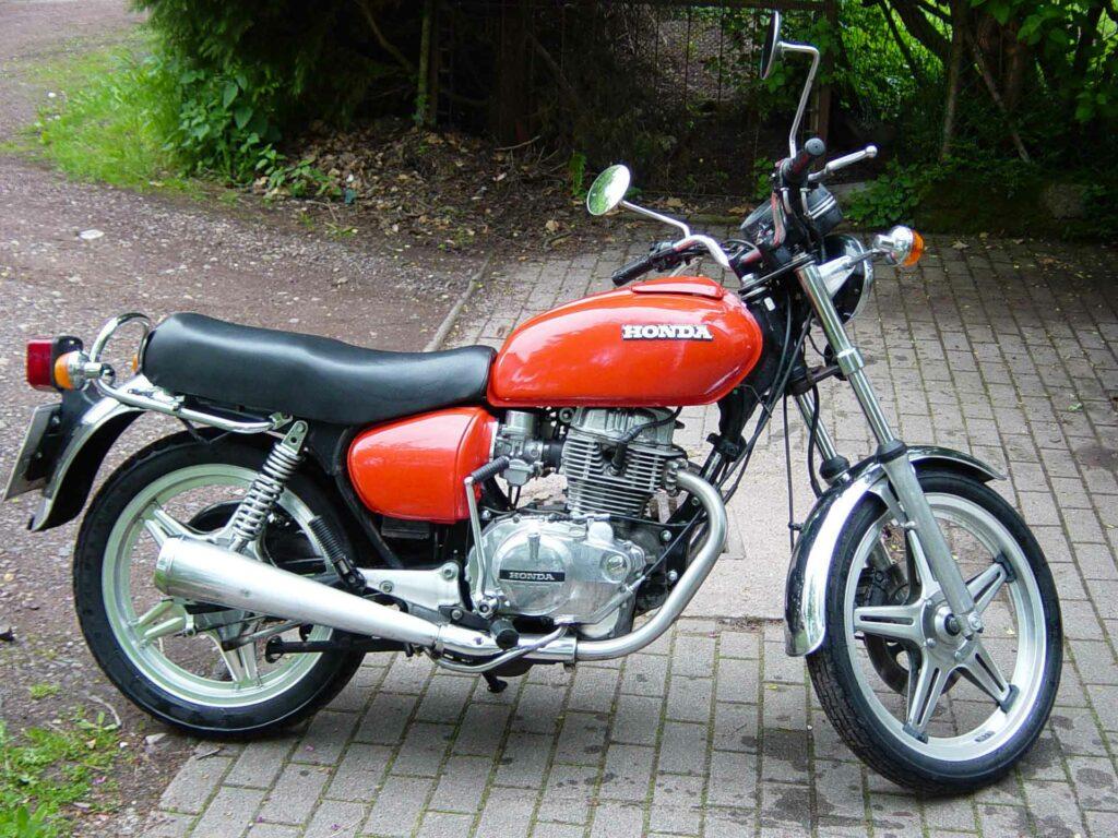 Restaurierte 1978'er Honda CB 400T von Besitzer Julian