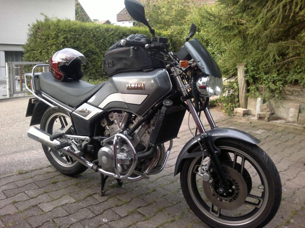 Die Yamaha XZ 550 war ein sehr kantig geschnittenes Mittelklassebike