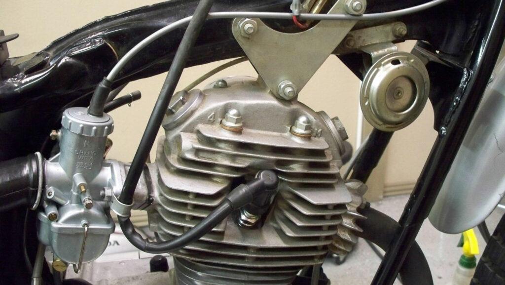 Gut zu erkennen: die Motorbefestigung am Hauptrohr