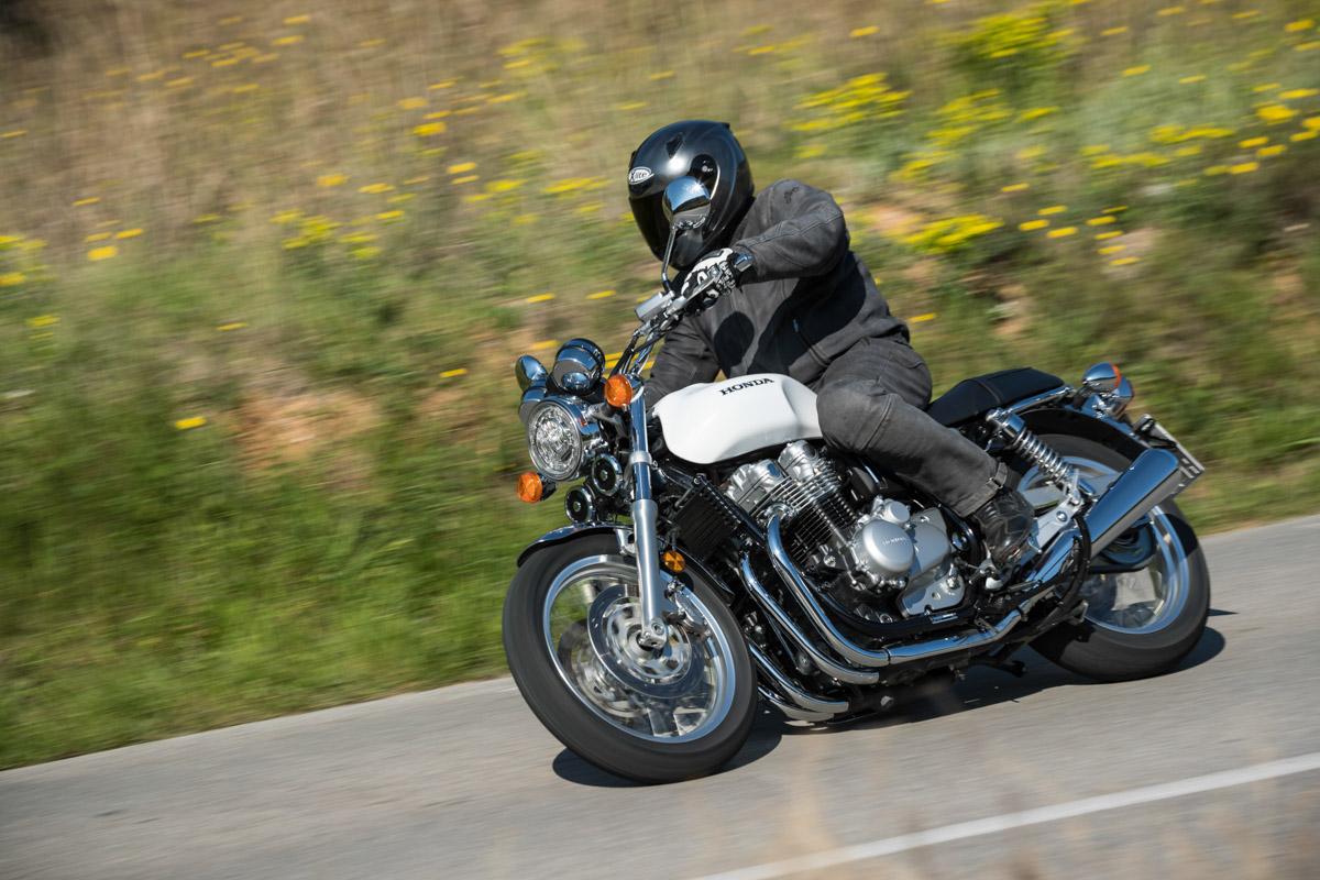 Honda CB 1100 EX Der Vor Sieben Jahren Erstmals Prasentierte Vierzylinder Mit 90 PS Leistung Ist Ein Muster An Laufkultur Foto