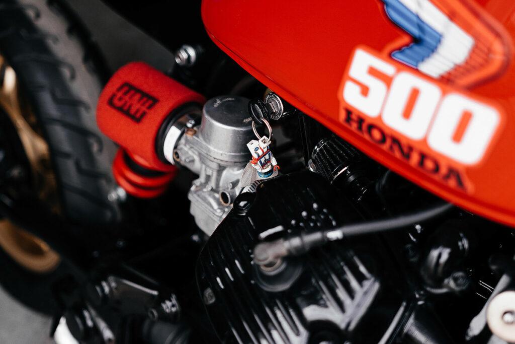 UNI Luftfilter und modifizierte Vergaser erleichtern der Honda CX 500 das Atmen