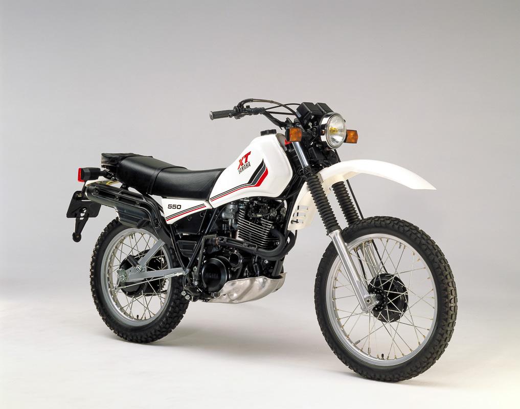 Die Yamaha XT 550 kam 1982 merklich kultivierterem Motor auf den Markt