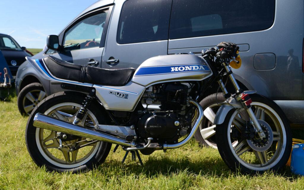 Die Auspuffanlage der Honda CB 400 N ist rostanfällig