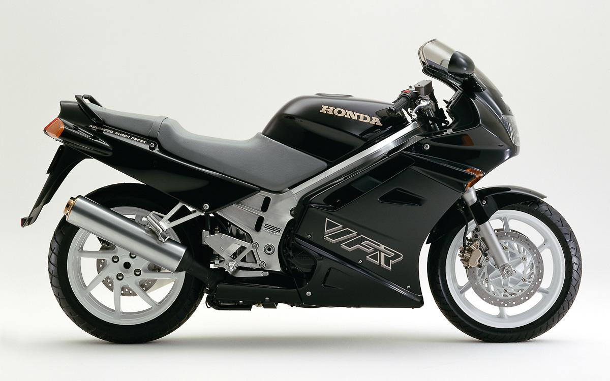 Honda CB 1100 R, Honda VF 1000 R im Test - MOTORRADonline.de