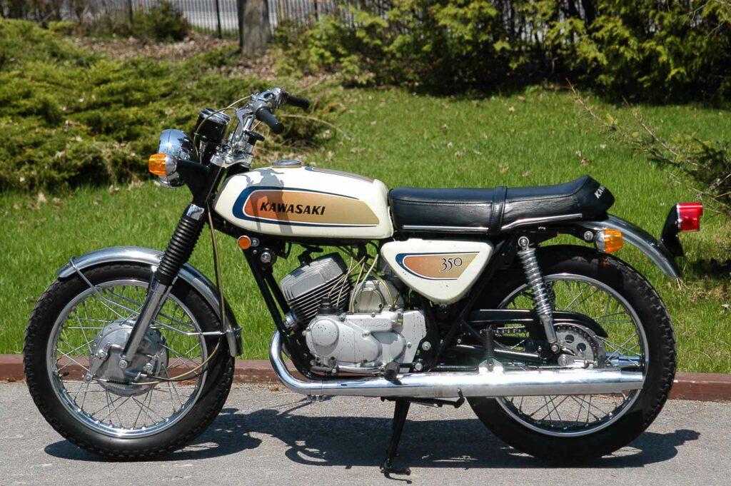 Die Kawasaki 350 A7 bekam 1971 ein völlig neues Design