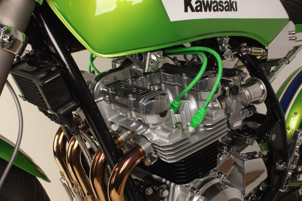 Der GPz-Motor wurde auf 810 ccm aufgebohrt und bekam größere Einlasskanäle