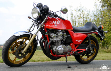 Rotes Schmuckstück: Magni-Honda