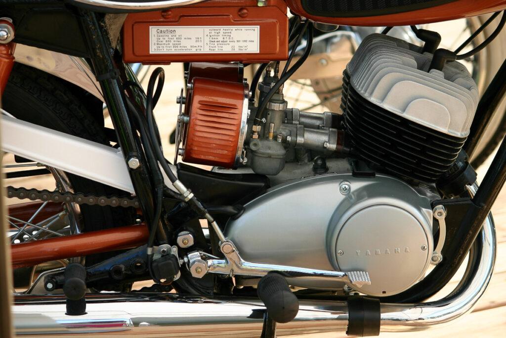 Typisch für die Yamaha YDS-1: Luftfilter im Trommel-Look