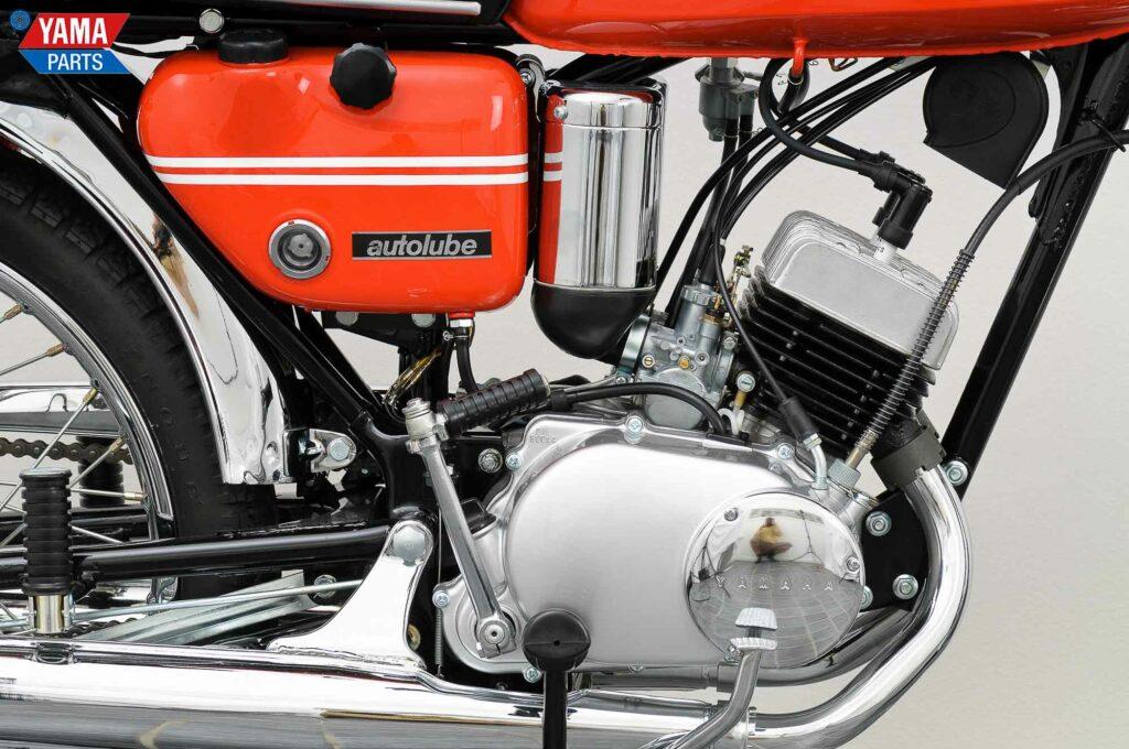 Die Luftfilter der Yamaha AS2 saßen vor den Seitendeckeln