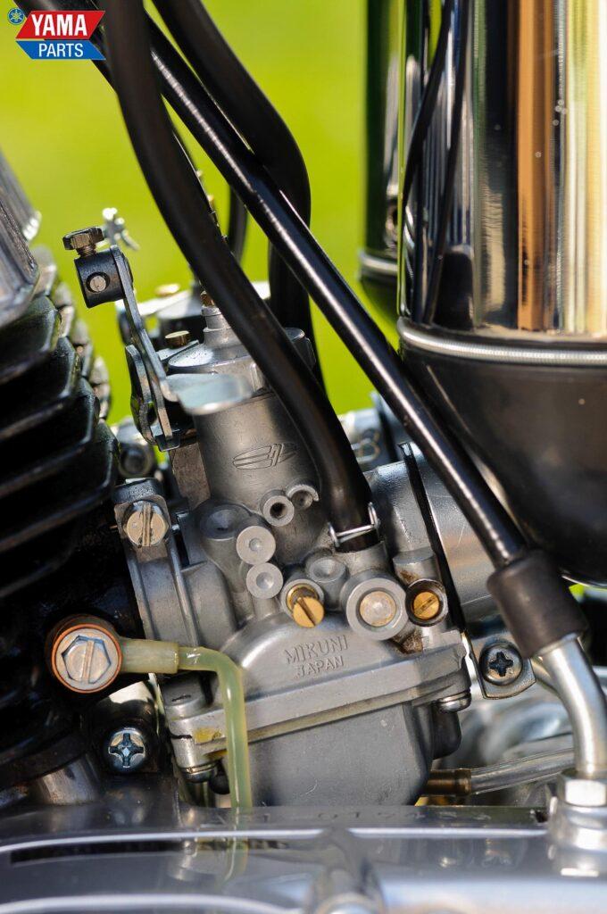 Zwei Mikuni Rundschiebervergaser versorgten den Motor mit Brennstoff