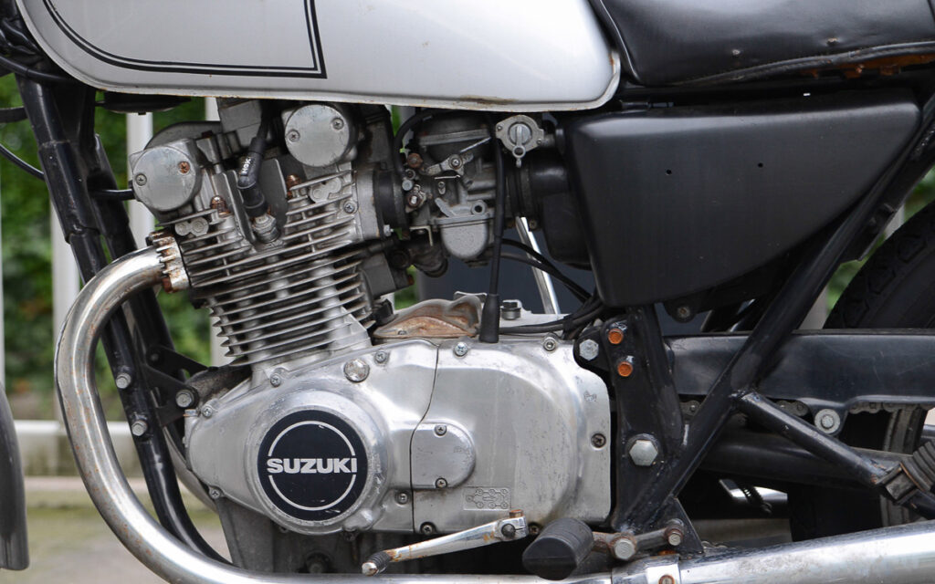 Zweizylinder- DOHC-Motor der GS 400