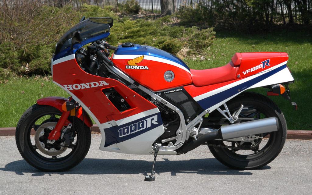 Die Honda VF 1000R wurde von 1984 bis 1987 als Supersport-Bike gebaut