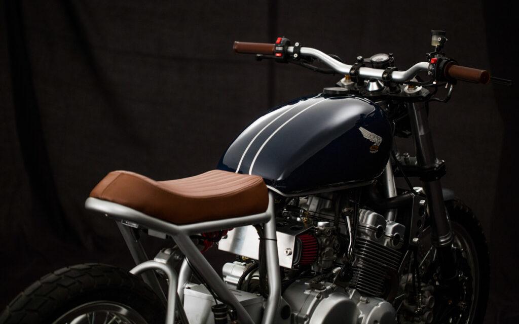 ein bemerkenswertes Custom Bike auf die Räder gestellt