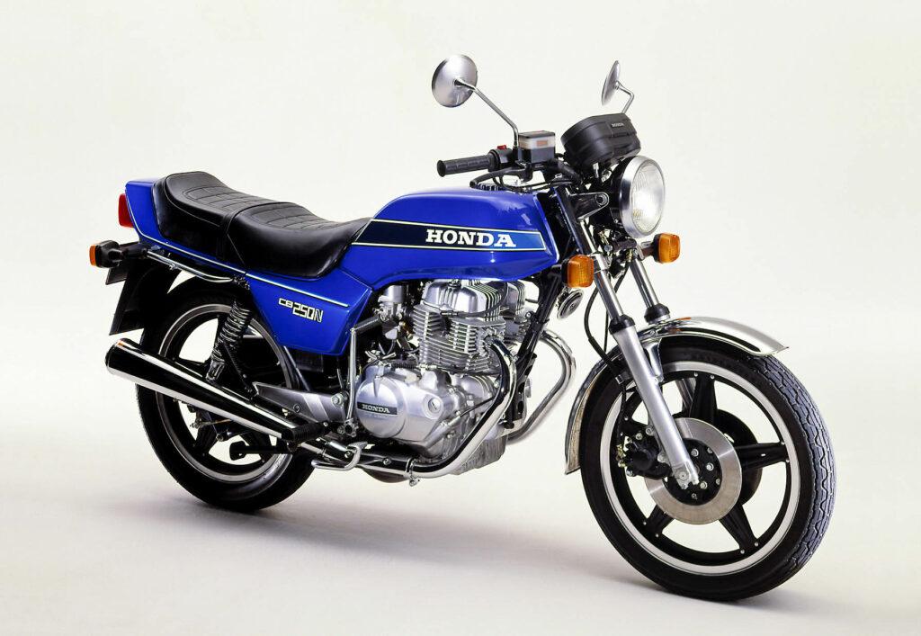 Die Honda CB 250 N zieht keine Wurst vom Brot