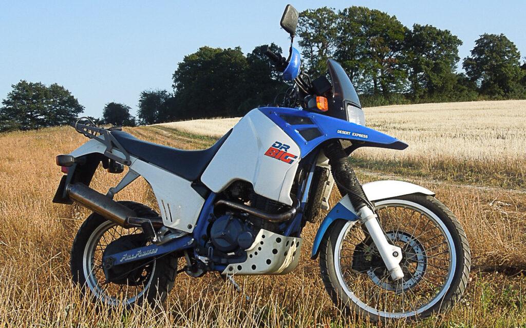 Der Radstand der Suzuki DR 750 Big betrug ordentliche 1.505 mm