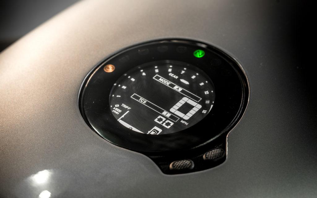 Integriertes Multifunktionsinstrument an der XSR 900 von Auto Fabrica