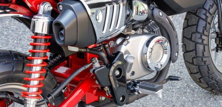 Honda Monkey 125 mit hochgezogenem Auspuff