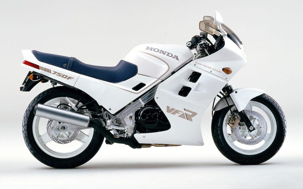 Honda VFR 750 F von 1986 in Pearl-White Metallic