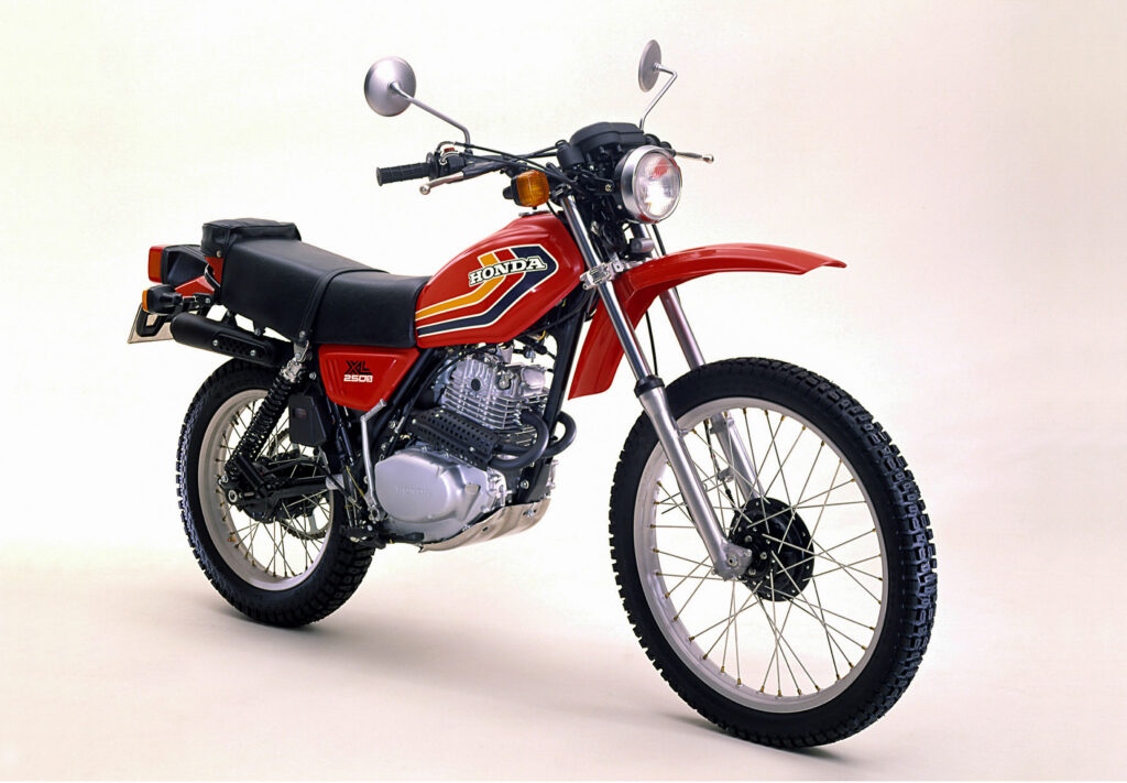 Ein hohes Schutzblech und ein 23 Zoll Vorderrard kennzeichnen die Honda XL 250 von 1978