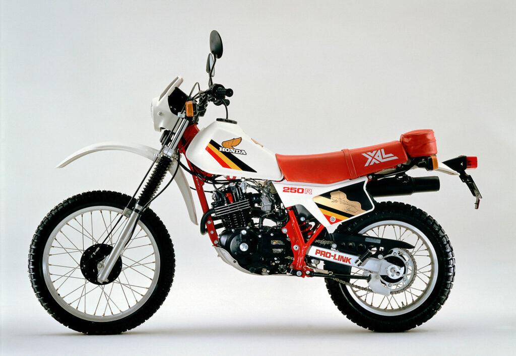 1982 wechselte Honda bei der XL 250 R auf die Pro-Link Federung