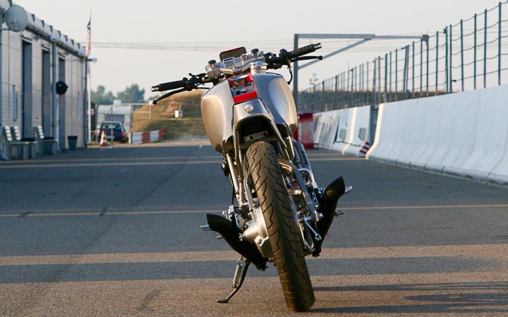 Dank V-Motor hat der XZ 550 Racer eine schmale Silhouette