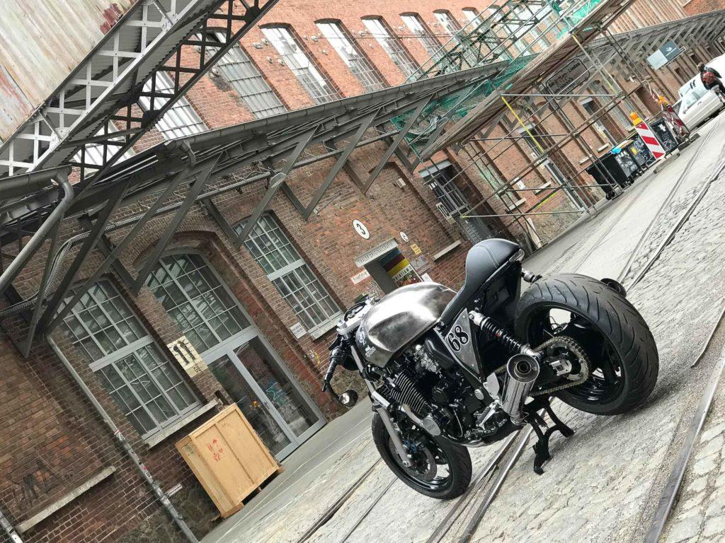 Der XJR 1300 Cafe Racer soll an die 1930er Jahre erinnern
