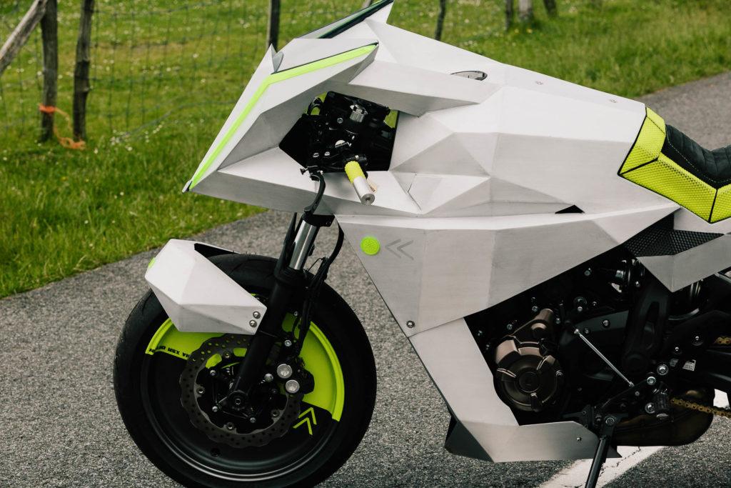 """Die Yamaha XSR 700 """"Outrun"""" ist gnadenlos schrill"""