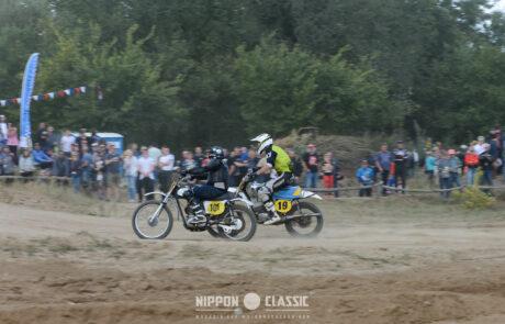 Alte Enduros wühlen sich durch den Sand beim Classic Offroad Festival in Wietstock