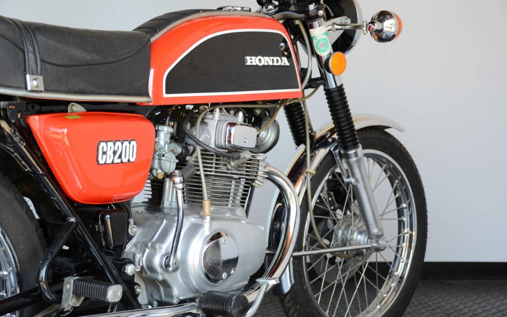 Mit 17 PS zieht die Honda CB 200 keine Wurst vom Brot, muss sie auch nicht