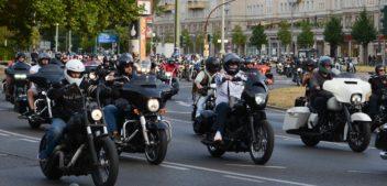 Hells Angels Motorradkorso in Berlin gegen Kuttenverbot