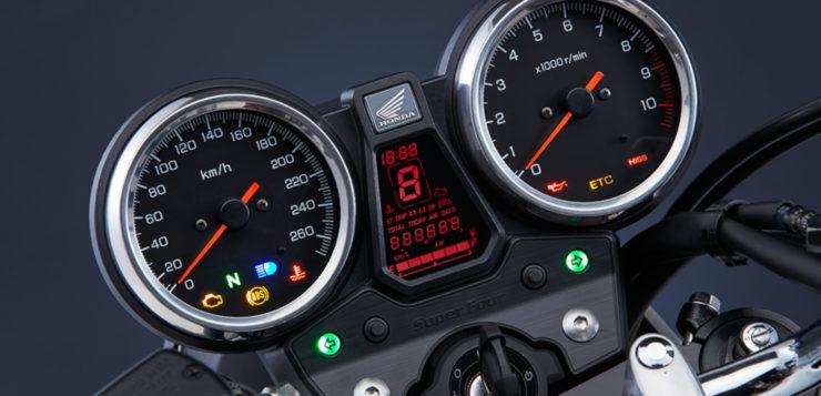 Die Instrumente der neuen Honda CB 1300 Super Four geben keinen Anlass zur Kritik