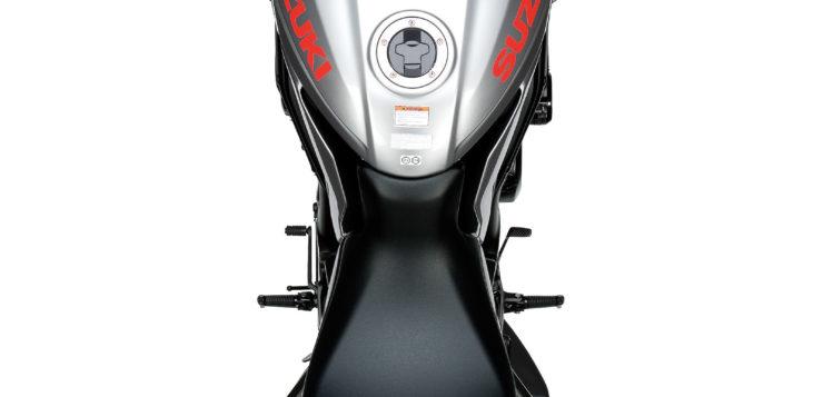 Schmale Sitzbank der Suzuki Katana GSX-S1000 vorn