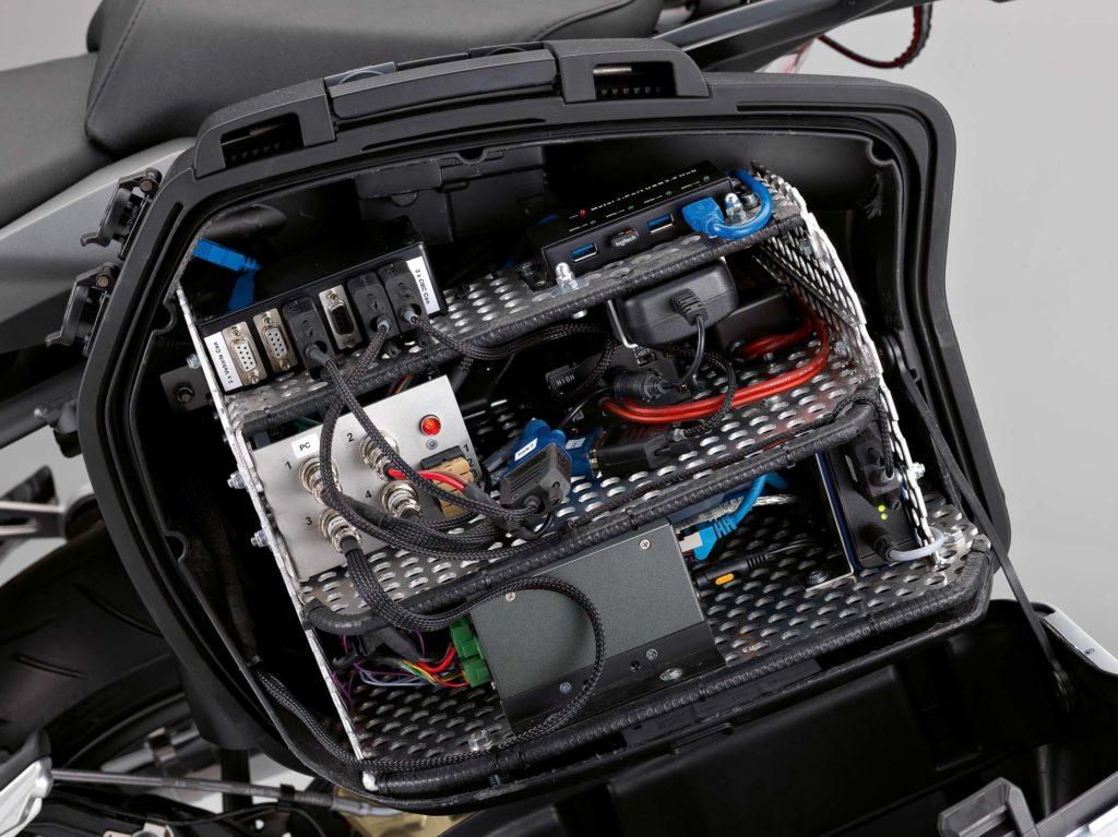 Ein übergreifender Kommunikationsstandards und hochgenaue Lokalisierung sind Kern vernetzter Motorräder