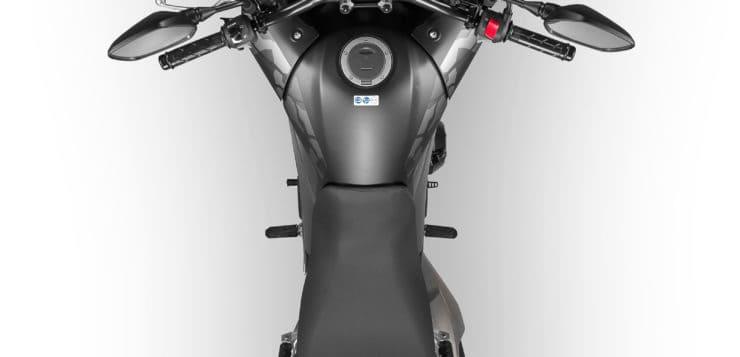 Die CB 500X bekommt eine schlanker geschnittene Sitzbank