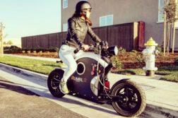 Das E-Moped von Rumble Motors lässt sich nur schwer einordnen