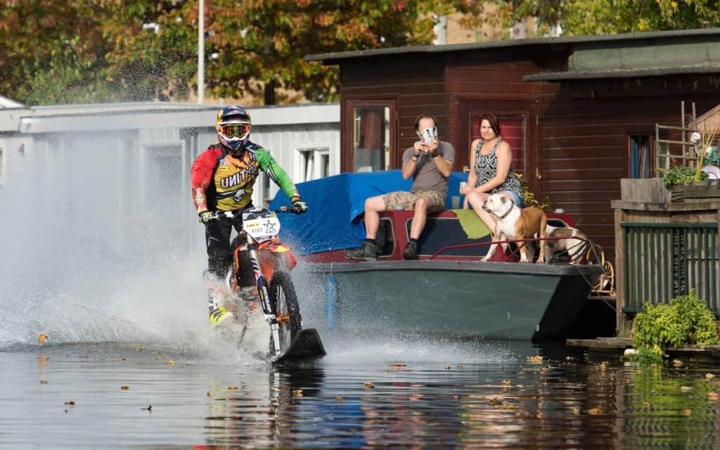 Robbie Maddison war mit seiner Fahrt übers Wasser die Aufmerksamkeit sicher
