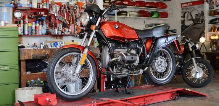 Karl-Heinz' Schrauber-Garage ist hell und geräumig