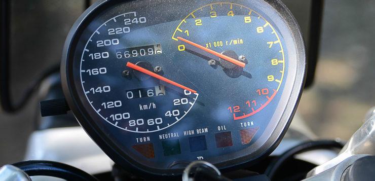 Die Instrumentierung der Suzuki Katana überzeugte nicht auf Anhieb