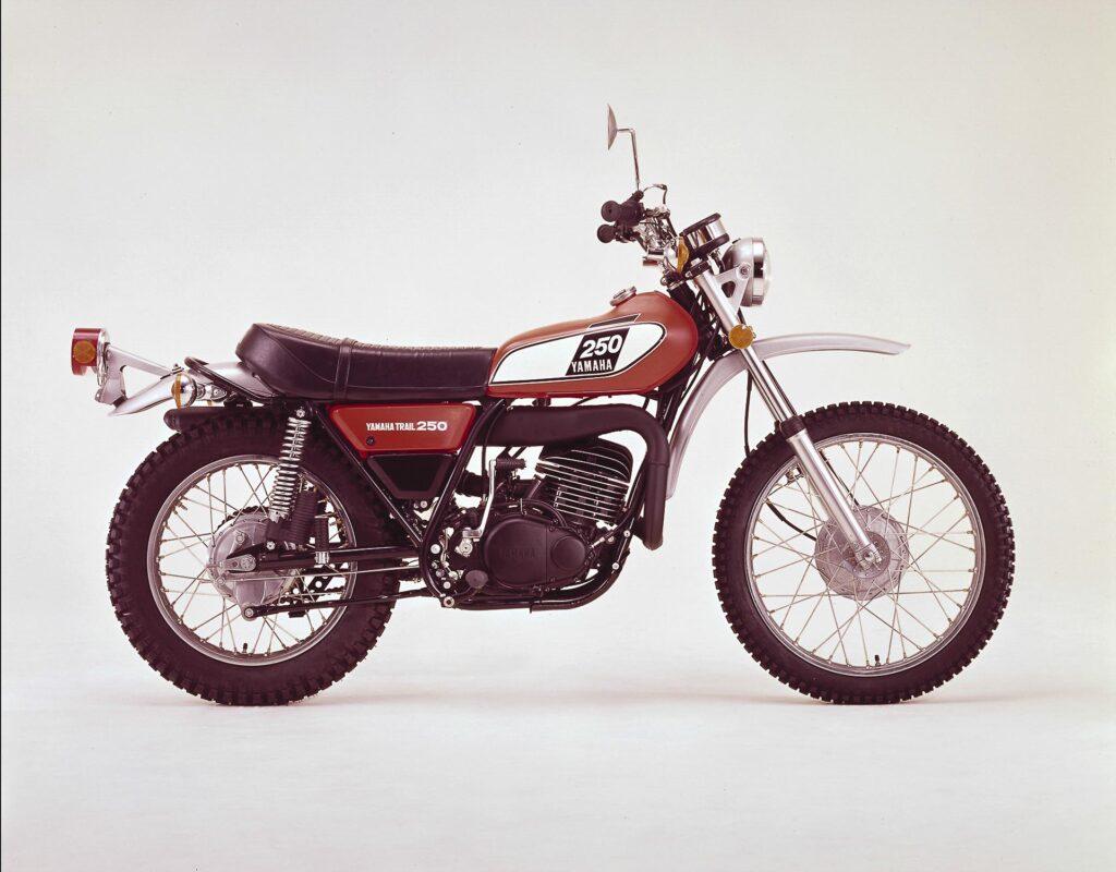 Die Yamaha DT 250 debütierte als Neuauflage 1974