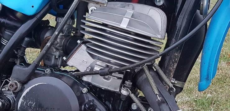 Die Motoren der Yamaha IT 490 und YZ 490 sind weitestgehend identisch
