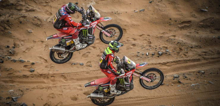 Kevin Benavides vom Monster Energy Honda Team in Aktion mit Ricky Brabec